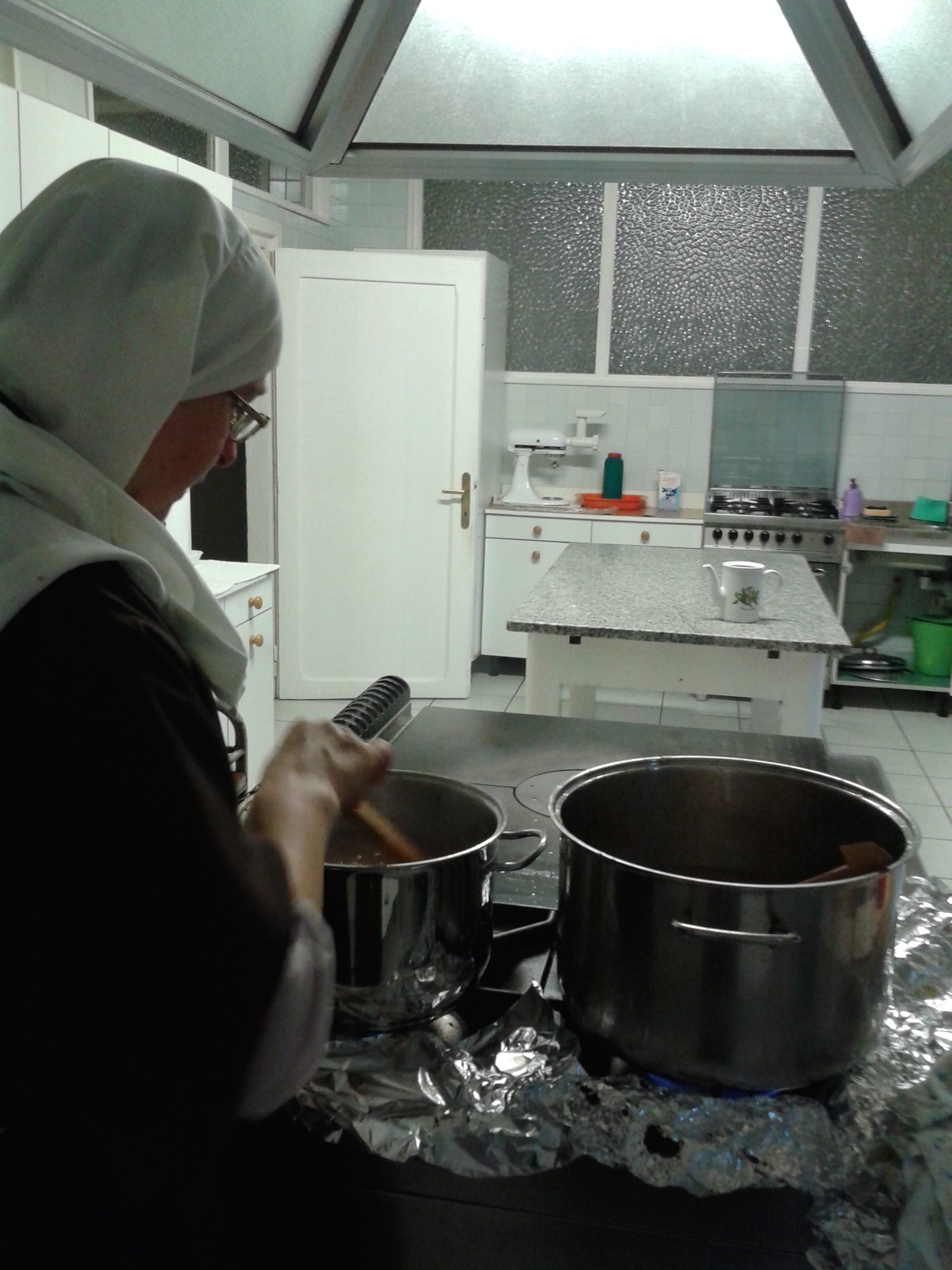 facciamo le marmellate per la mensa dei poveri