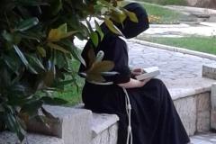 sorella in meditazione 1
